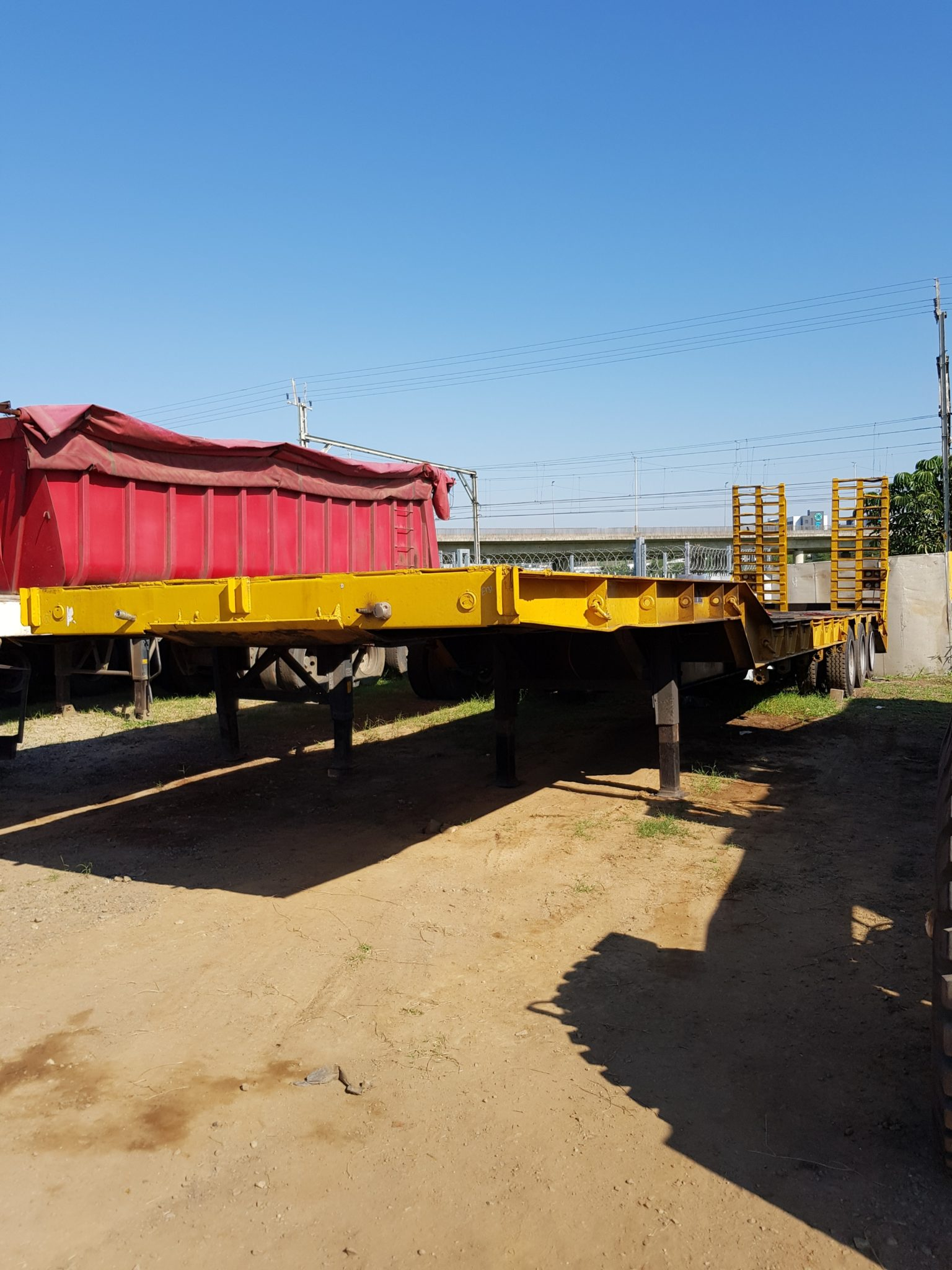 2006 TRI AXLE STEP DECK LOWBED TRAILER Image