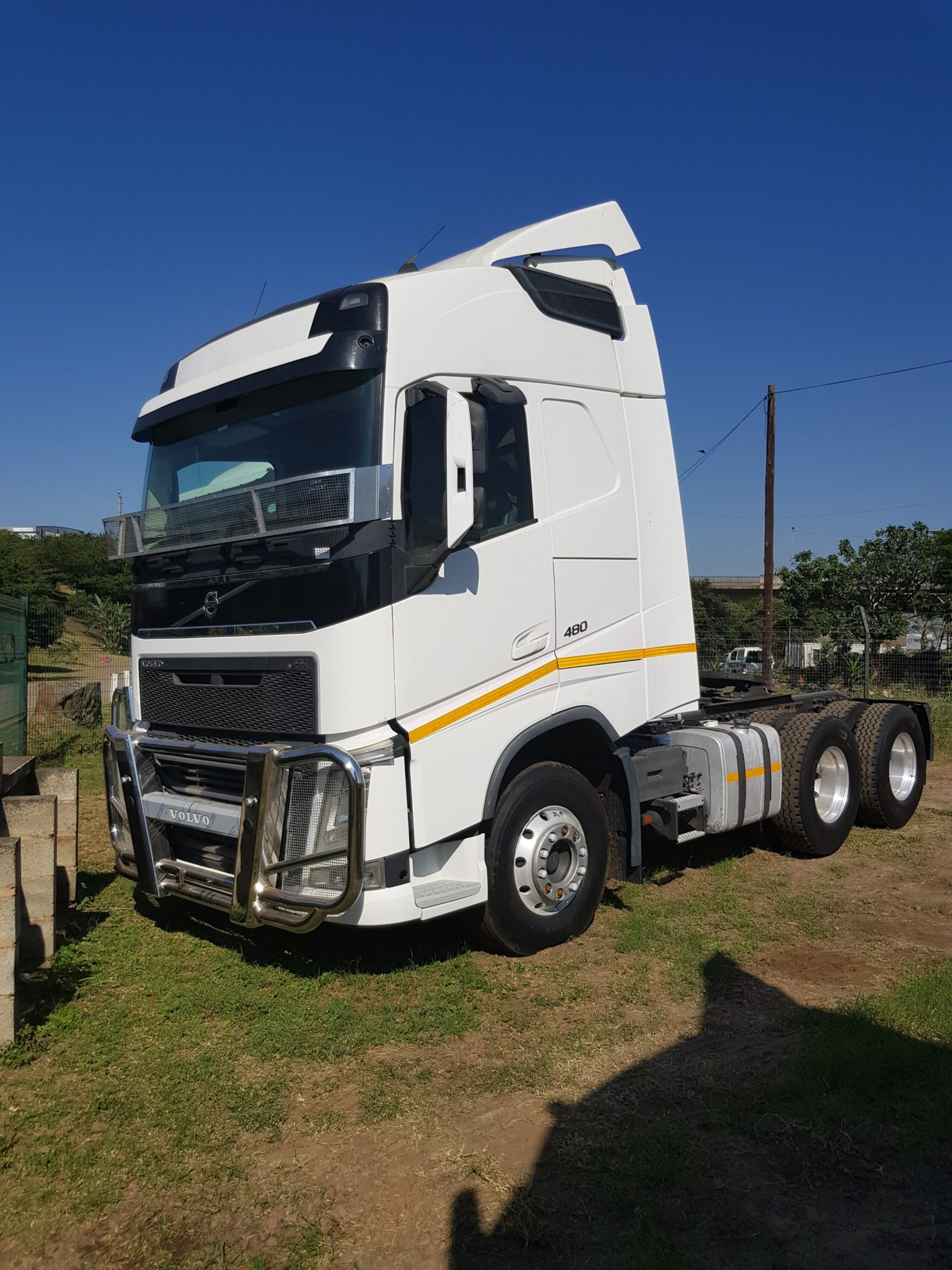 VOLVO FH480 6X4 MECHANICAL HORSE Image