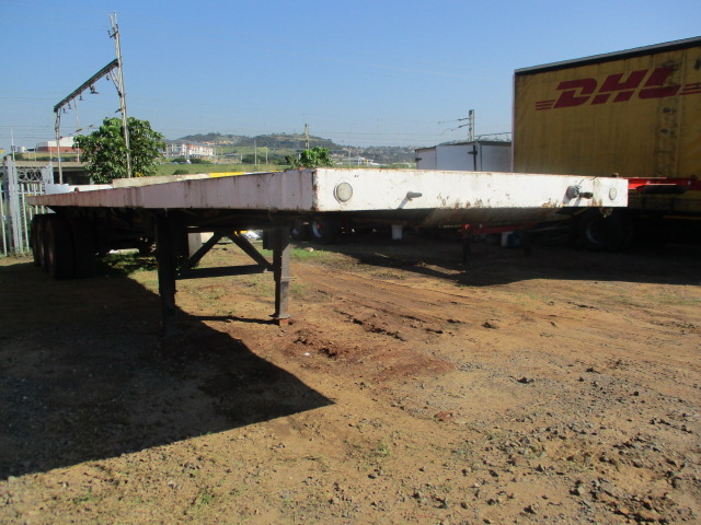 1999 HENRED TRI AXLE FLAT DECK Image