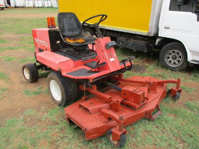 GRAVELY RIDE ON MOWER Image