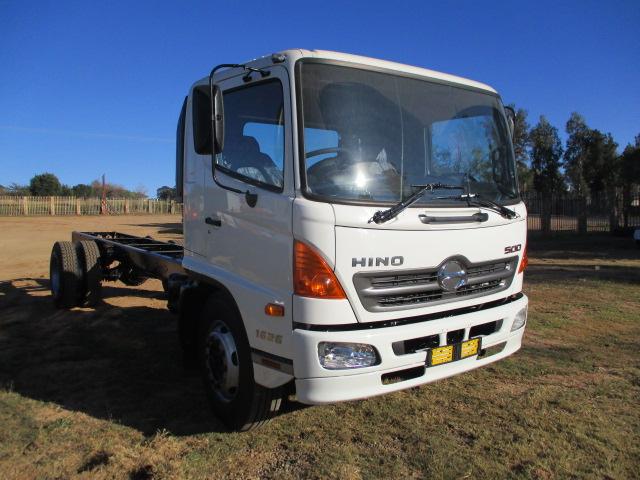 HINO 500 1324 CHASSIS CAB Image
