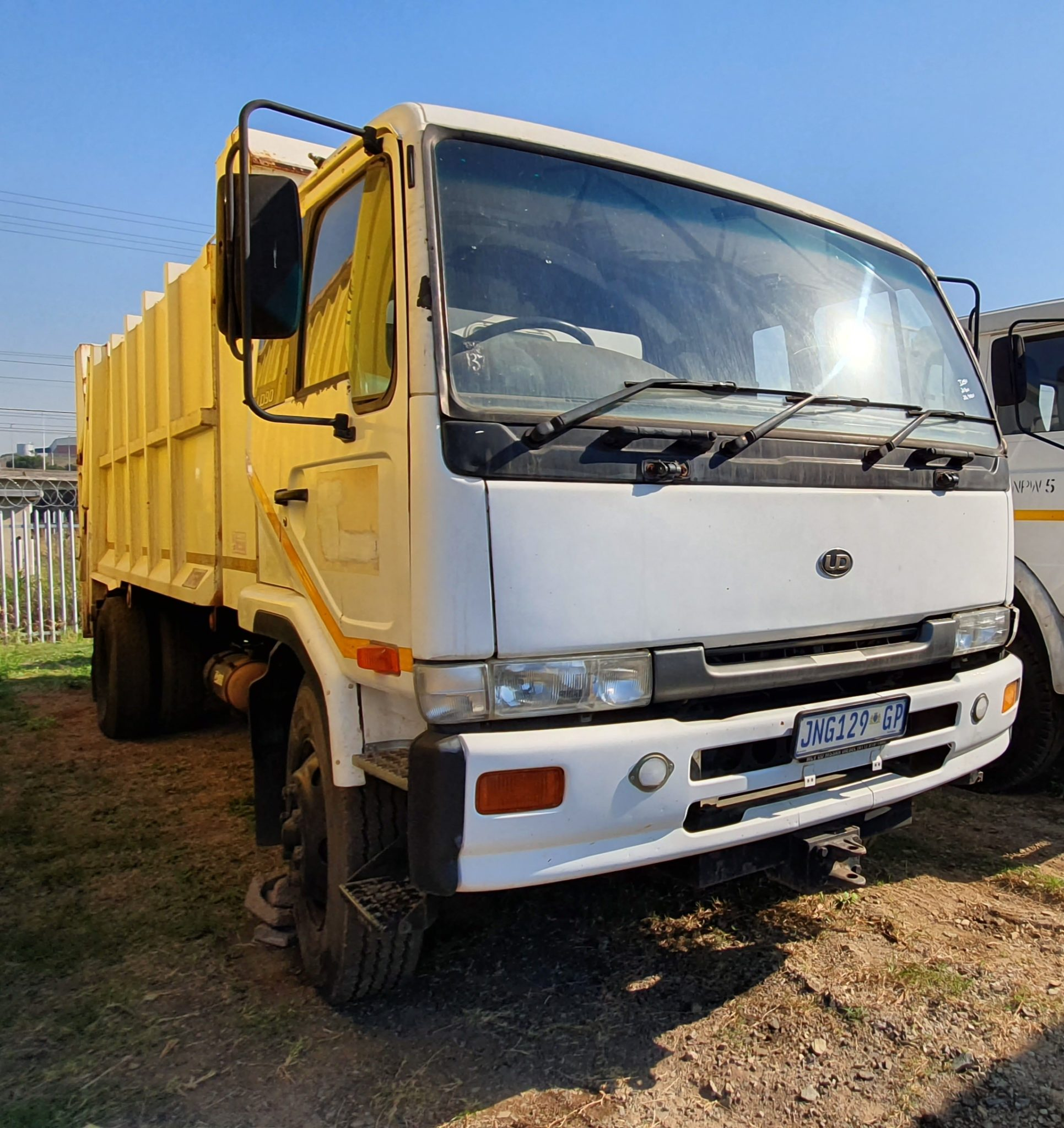 1999 NISSAN UD90 REFUSE COMPACTOR Image