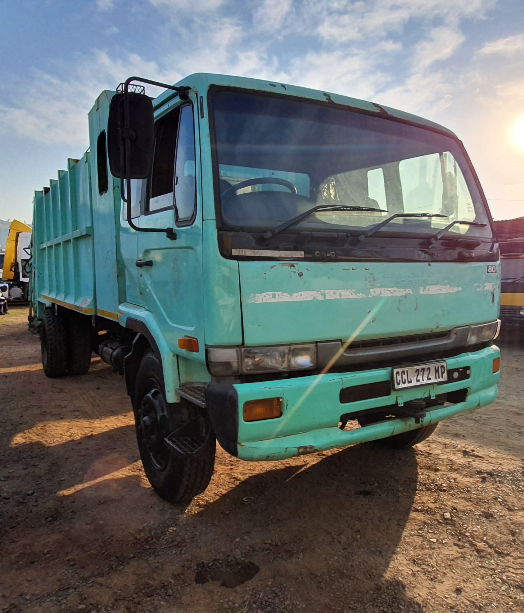 NISSAN UD440 REFUSE COMPACTOR Image
