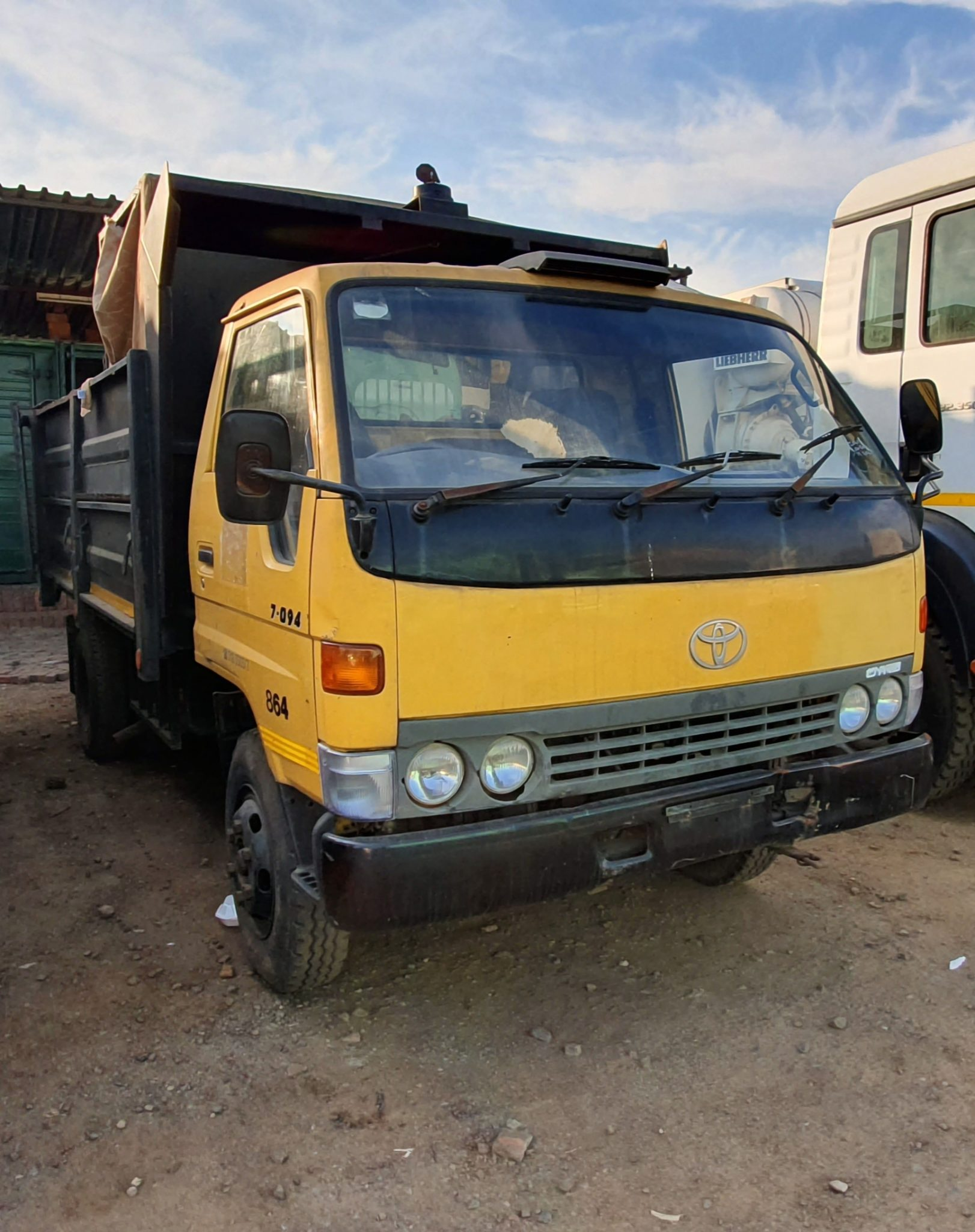 TOYOTA DYNA 7-094 4 CUBE TIPPER Image