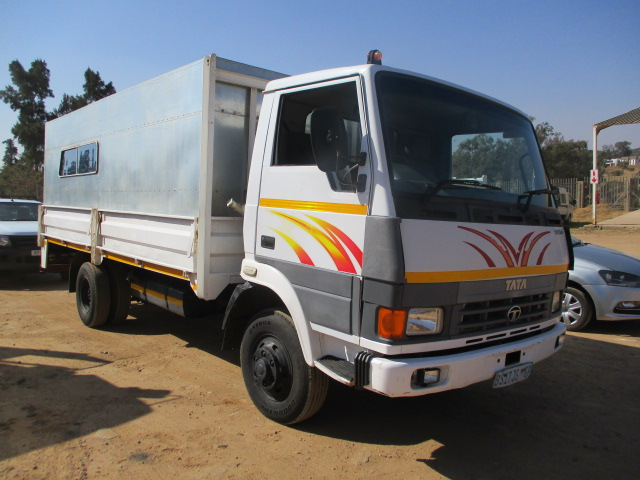 TATA 813 EX2 DROPSIDE WITH PERSONEL CARRIER Image