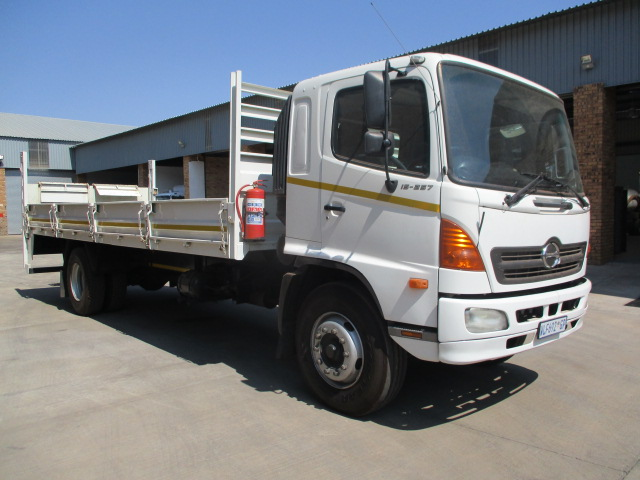 HINO 500 15-257 DROPSIDE WITH TAIL LIFT Image
