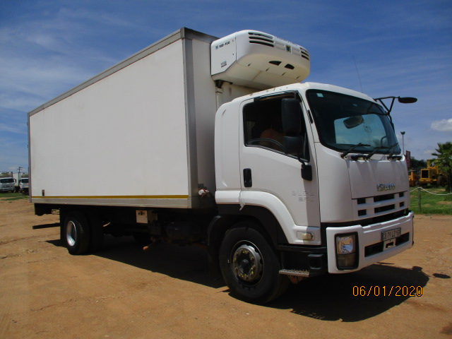 ISUZU FTR 850 REFRIGERATED TRUCK WITH MEAT TRAILS Image