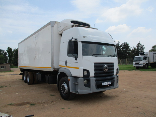VW CONSTILLATION 24-250 REFRIGERATED TRUCK WITH TAIL LIFT Image
