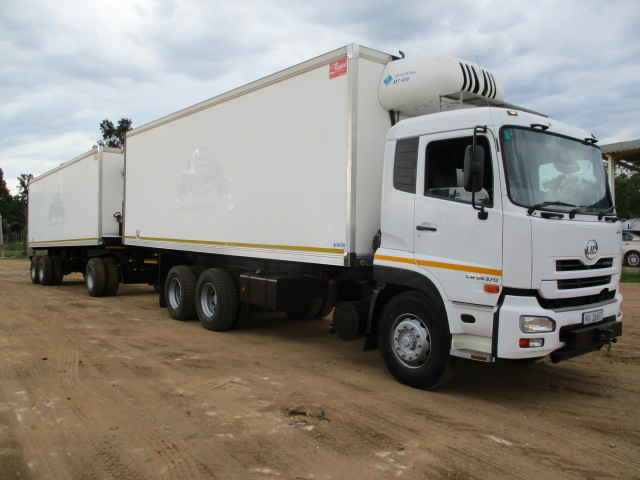 NISSAN UD QUON CW26.370 REFRIGERATED TRUCK WITH DRAWBAR REFRIGERATED TRAILER / 2015 RAPID TRUCK BODIES DRAWBAR FRIDGE TRAILER Image