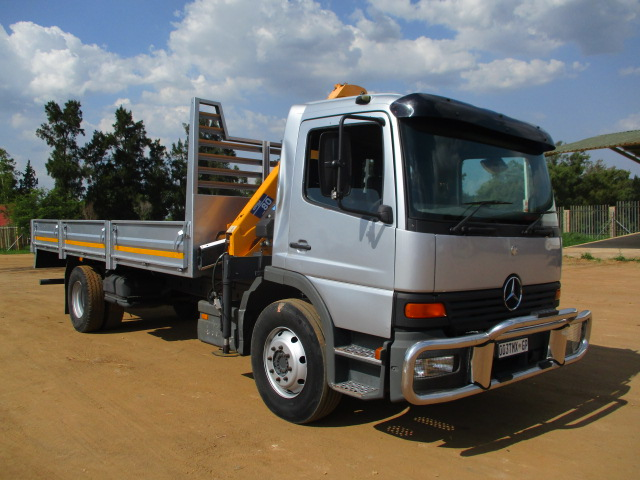 MERCEDES BENZ 1517 DROPSIDE WITH COMPA CRANE Image